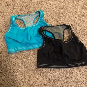Set of two sports bras
